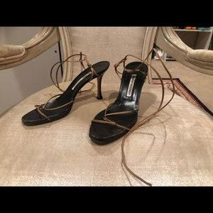 Manolo Blahnik black & gold lace up size 37 shoes